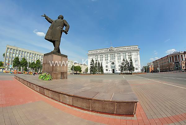 Памятник В.И.Ленину на площади Советов