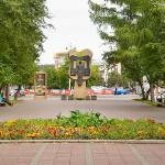 Ул.Весенняя, вид на памятник советско-венгерской дружбе