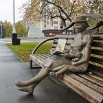 """Скульптура """"Драгоценная бабушка"""" на Притомской набережной"""