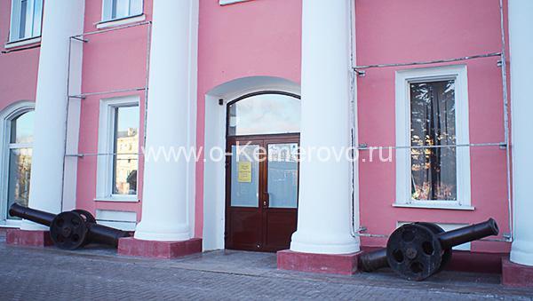 Кемеровский областной краеведческий музей Вход в музей по пр.Советскому, 55