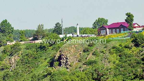 Вид на Красную горку со стороны р.Томь