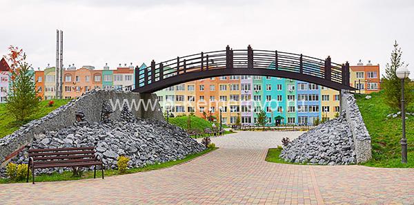 """Большой мостик в Парке """"Лесная сказка"""" в жилом районе Лесная поляна"""
