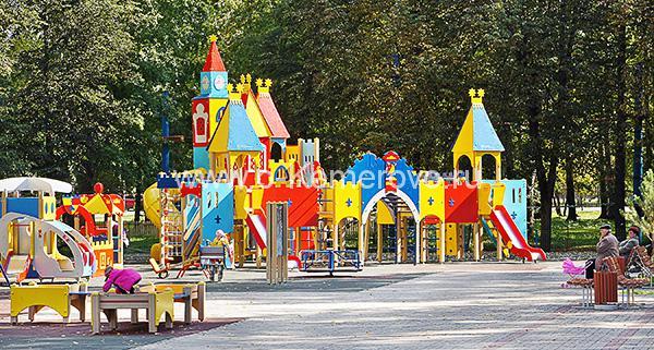 Детская площадка в Комсомольском парке Кемерово