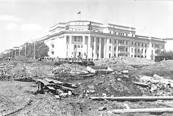 Площадь Советов, вид на городскую администрацию