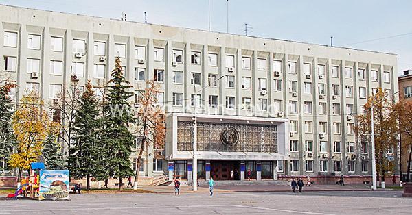 Площадь Советов, здание по пр.Советскому, 58