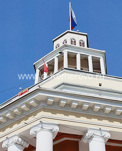 Площадь Советов, городская администрация