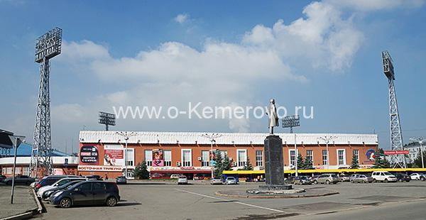 Вид на стадион Химик на площади Кирова в Кемерово
