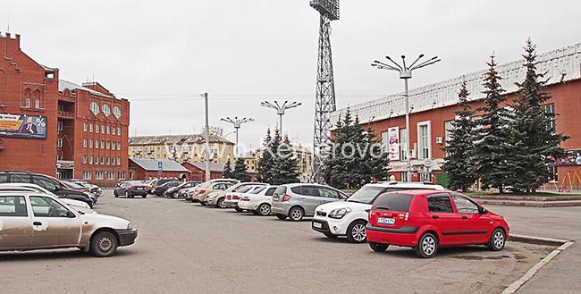 Стоянка для автотранспорта на площади Кирова в Кемерово