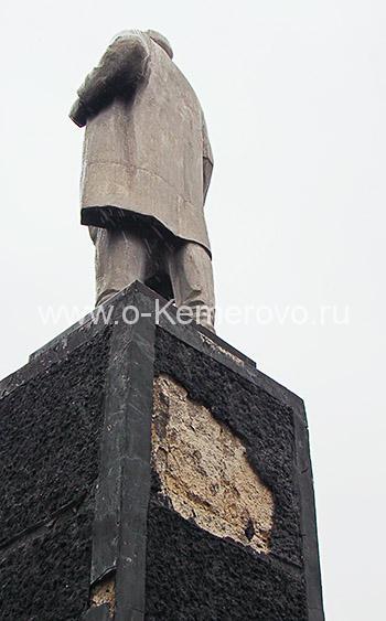 Памятник Кирову с задней стороны
