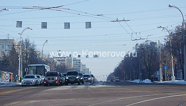Вид на проспект Ленина от цирка в сторону Пионерского бульвара в Кемерово