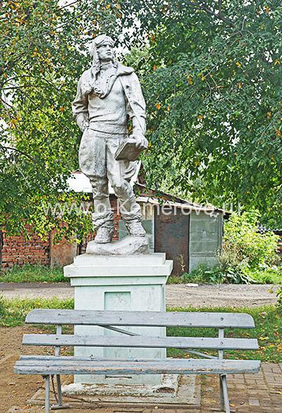 Памятник летчику в Кемерово