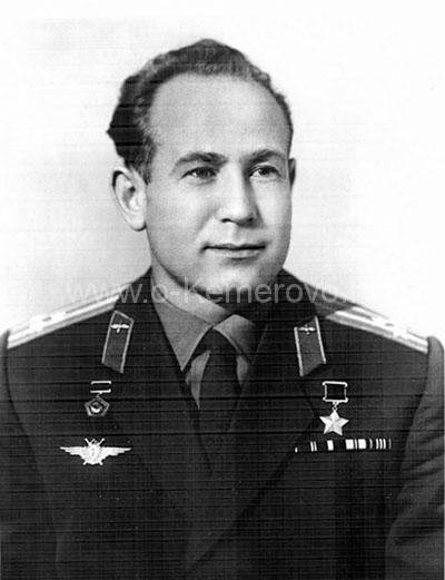 Герой Советского Союза Алексея Архипович Леонов после первого полета в космос