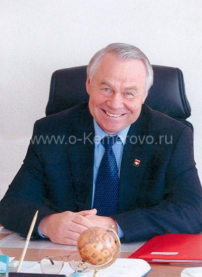 Глава города Кемерово Владимир Михайлов на рабочем месте