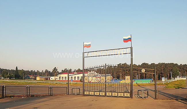 Вход на стадион Металлург в городе Гурьевске Кемеровской области