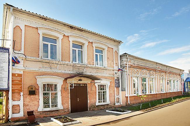 Старинные дома на улице Ленина, бывшей Большой Московской города Мариинска Кемеровской области