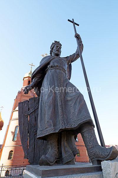 Скульптурная композиция святого равноапостольного князя Владимира, крестителя Руси в городе Кемерово