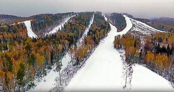 Общий вид на гору Слизун с горнолыжными трассами, Танай, Кузбасс